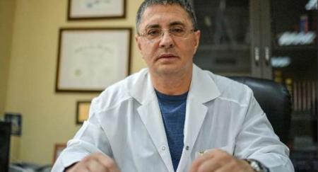 «Это не только боль в груди»: известный доктор назвал основные симптомы сердечного приступа