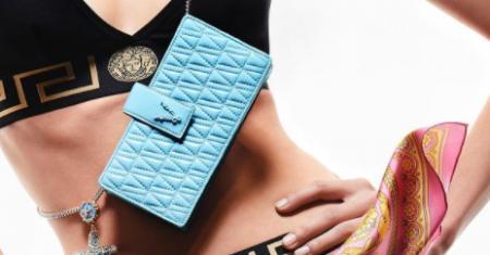 Миниатюрные сумочки и чехлы для телефонов — главные аксессуары сезона