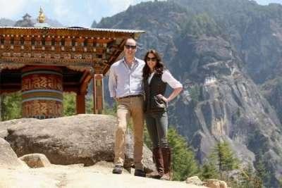 Кейт Миддлтон и принц Уильям прокатились на тракторе во время визита на ферму