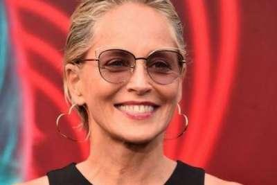 Секреты красоты Шэрон Стоун: как 63-летняя актриса ухаживает за кожей и волосами