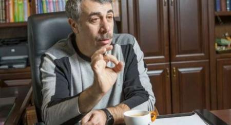 «Пока нет зубов, легко поперхнуться»: Комаровский призвал родителей не давать фрукты детям