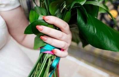 Свадебный маникюр: какие оттенки актуальны летом 2021 года